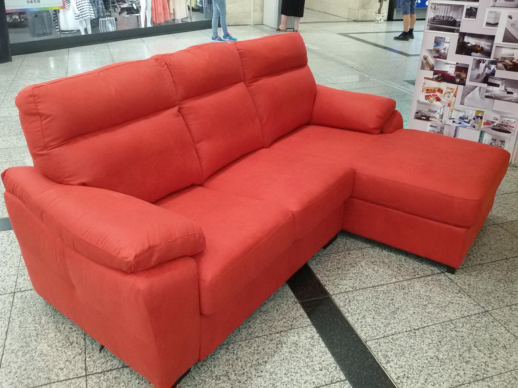Arredo casa oristano divano con penisola spazio casa - Foderare un divano da soli ...